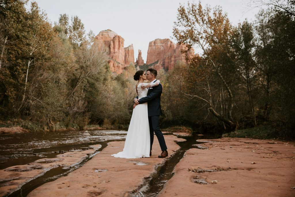 eloping in sedona oak creek canyon