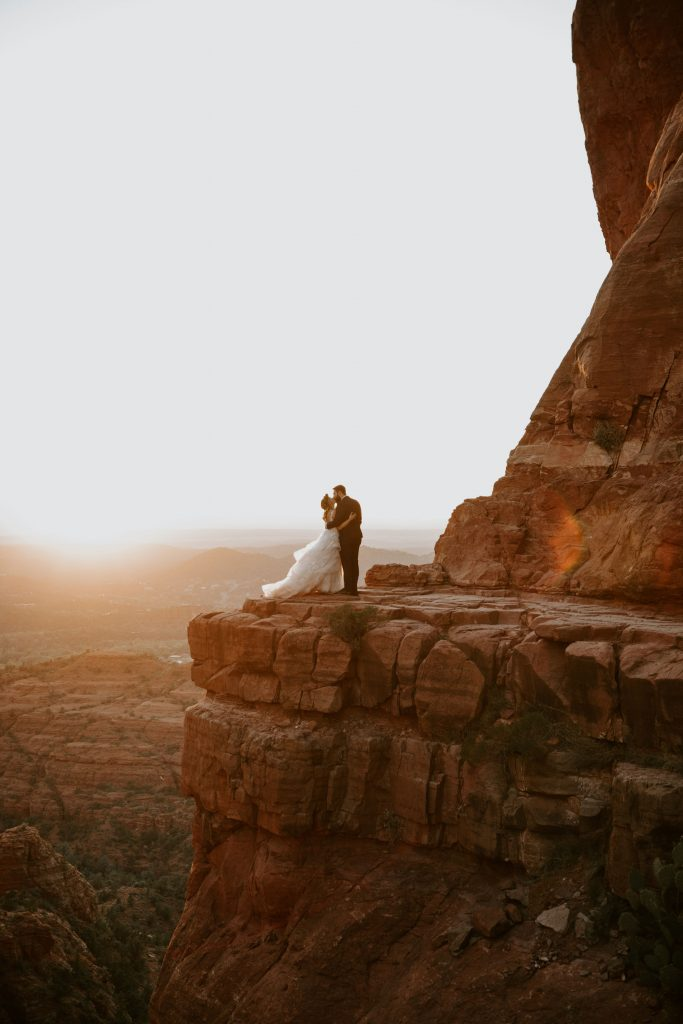 eloping in sedona cathedral rock