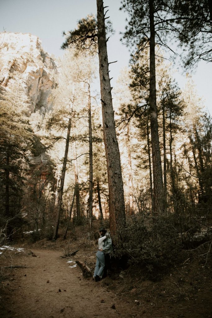 oak-creek-canyon-engagment-photos