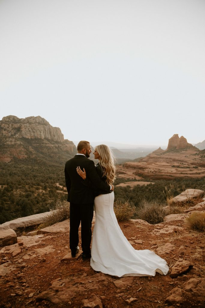 eloping in sedona overlook