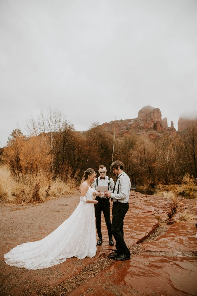 eloping in sedona crescent moon ranch